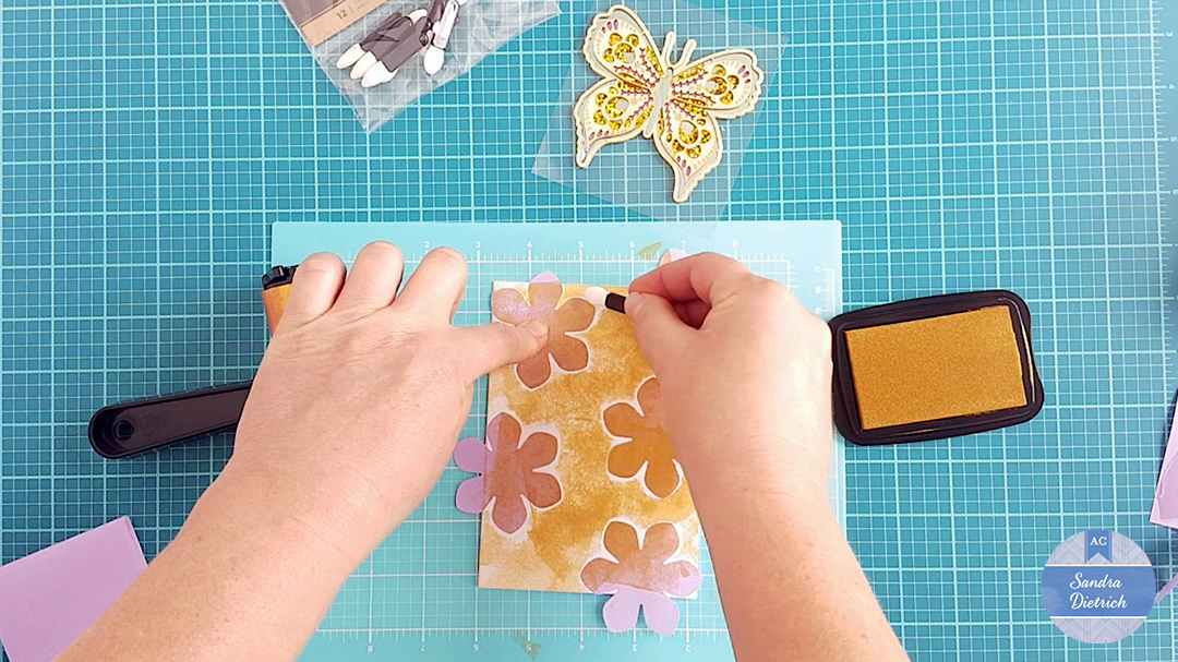 Ink around the flowers with the chalk applicator.